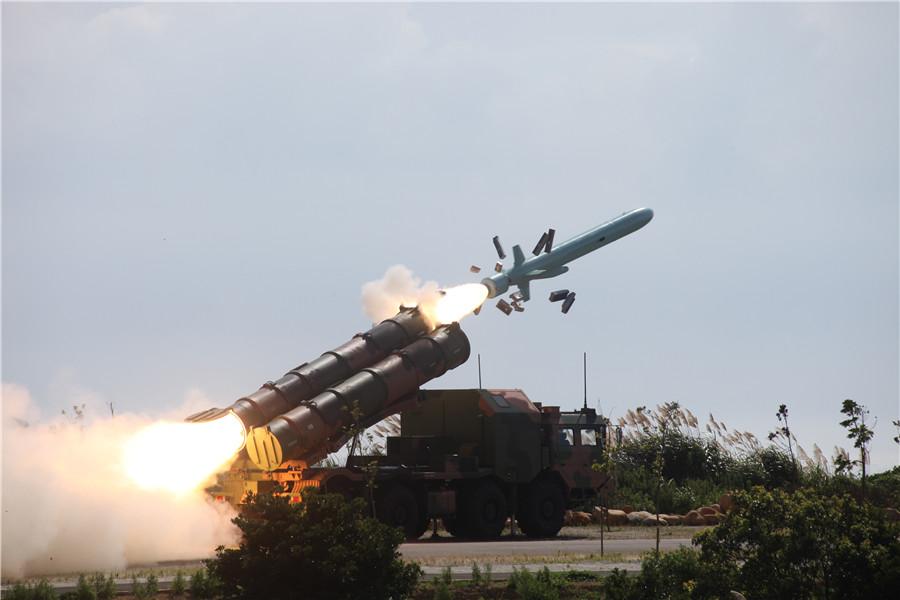 导弹发射瞬间1张伟摄.jpg