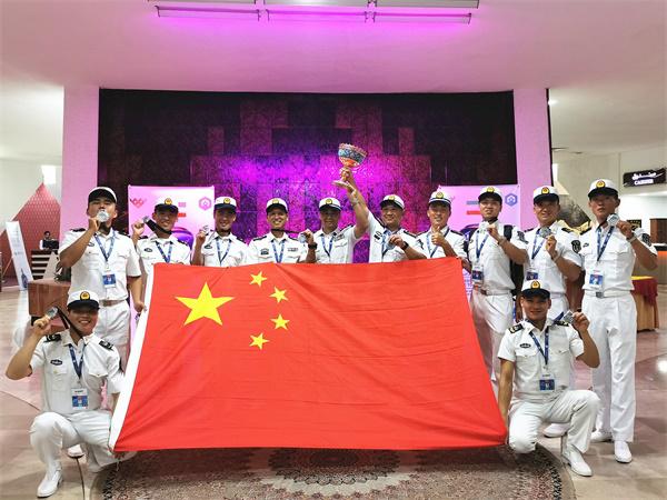 中国海军参赛队合影.jpg