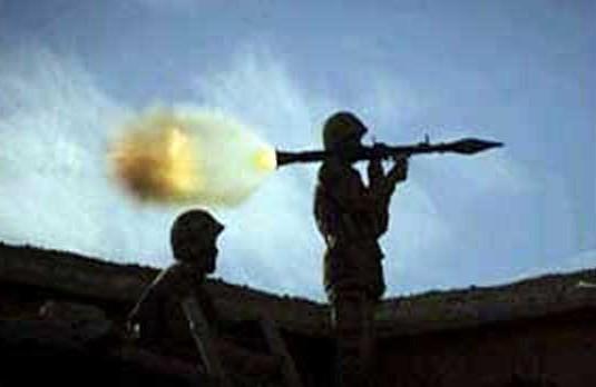 视频截图:2013年,印巴军队交火时巴军发射火箭弹(图源:观察者网).jpg